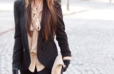 def loving that nude shirt under the blazer. and gloves!