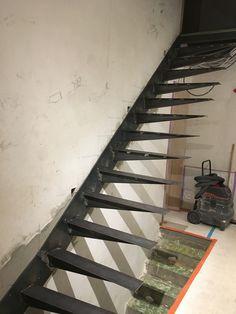 escalier limon d port fait par mon homme structure. Black Bedroom Furniture Sets. Home Design Ideas