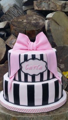 Christening cake from Carmen Sweetness