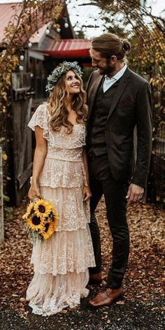 21 Amazing Boho Wedding Dresses With Sleeves Boho wedding dresses with sleeves are so inspiring and absolutely perfect for those who love flowy light gowns. Boho chic is one of the top trending. Bohemian Wedding Dresses, Boho Dress, Bohemian Weddings, Unique Weddings, Boho Wedding Guest Dress, Bohemian Bridesmaid, Hippie Dresses, Dress Lace, Bridesmaid Dresses Under 50