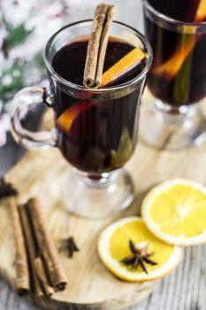 grzaniec grzane wino przepis Alcoholic Drinks, Beverages, Colorful Drinks, Coffee Photography, Tea Art, Menu Restaurant, Vegan Foods, Coffee Art, Party Drinks