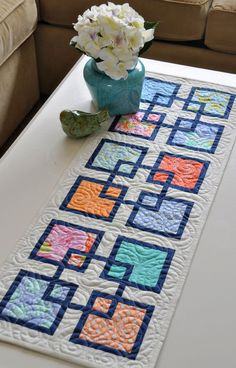on the run again quilt book Table Runner And Placemats, Table Runner Pattern, Quilted Table Runners, Quilting Projects, Quilting Designs, Sewing Projects, Small Quilts, Mini Quilts, Lap Quilts