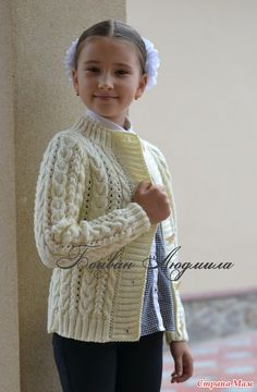 Knitted jacket on buttons - Knitting - the Country of Mothers Aran Knitting Patterns, Knitting Designs, Knitting Stitches, Knit Baby Sweaters, Girls Sweaters, Knitting For Kids, Free Knitting, Crochet Baby, Knit Crochet