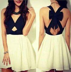 Vestido negro con blanco muy juvenil
