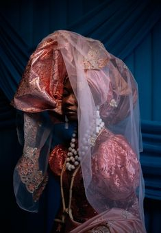 """È Wá Wo Mi . """"Come Look At Me"""" . A visual series caotured by Nigerian photographer Lakin Ogunbanwo. Paying homage to Nigerian Bridal… Jeanne Lanvin, The New Yorker, Trend Board, Gq, Igbo Bride, Bridal Traditions, Nigerian Bride, Yoruba, Black Girl Aesthetic"""