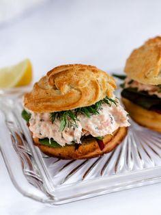 Smoked Salmon Sandwich, Salmon Burgers, Tapas, Yummy Eats, Fine Dining, Foodies, Buffet, Sandwiches, Brunch