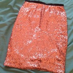 """Limited fully lined gold sequin skirt This gold skirt is absolutely gorgeous!!! Full tiny gold sequins all around. This skirt was never worn. Black elastic waist. Fully lined with a soft tshirt like material. From waist to bottom is 20"""" The Limited Skirts Midi"""