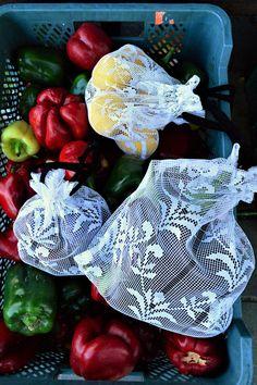 Wielorazowe woreczki z firanki. Woreczki posiadają bawełniane sznureczki. Zestaw 3 woreczków o różnej wielkości. Zero Waste, Repurpose