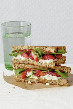 Goat Cheese and Strawberry Grilled Cheese - 8 Grilled Cheese Recipes To Try Now - Southernliving. Recipe: Goat Cheese and Strawberry Grilled Cheese Make a healthier version of grilled cheese by substituting flavorful goat cheese and strawberries. Goat Cheese Sandwiches, Goat Cheese Recipes, Grilled Cheese Recipes, Grilled Cheeses, Cheese Appetizers, Making Grilled Cheese, Strawberry Dessert Recipes, Little Lunch, Good Food