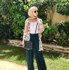 Trendy ideas for style hijab casual pantai Stylish Hijab, Casual Hijab Outfit, Ootd Hijab, Hijab Chic, Hijab Fashion Casual, Stylish Outfits, Muslim Fashion, Modest Fashion, Trendy Fashion