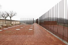 Espacio Transmisor Del Túmulo   Dolmen Megalítico De Seró  / Estudi D'arquitectura Toni Gironès