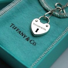 tiffany & co Tiffany And Co Jewelry, Tiffany Bracelets, Tiffany Necklace, Michael Kors Outlet, Discount Jewelry, Tiffany Blue, Cute Jewelry, Jewelry Branding, Girly Things