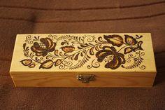 Caja de madera pirograbada