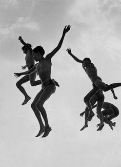 © Gotthard Schuh - El salto al agua (The water jump), 1955-56. S)