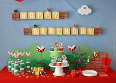 Super Mario Birthday Party, the flowers or the straws! A must!