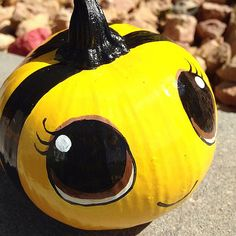 Lisa Groon via Flickr. bumble bee. Painted pumpkins 2014.