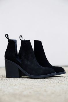 The SHARINI suede bootie is brought to the next level with a chunky stacked heel and slits on either side. Kick up your everyday look with these cuties! - Leather upper material - Black in color - Man