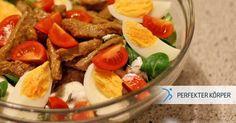 """DIE PERFEKTE MAHLZEIT NACH DEM WORKOUT  Dieser leckere Salat ist eine wahre """"Eiweißbombe"""", die für die Regeneration deiner Muskeln nach dem Training sorgt. 💪 Zudem ist der Salat ein echter Sattmacher und versorgt dich mit wichtigen Vitaminen sowie Mineralstoffen.🌱👌"""