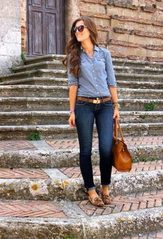 Casual Outfits Denim Look Chambray Denim On Denim Looks, Looks Jeans, Dark Denim, Light Denim, Denim Style, Dark Jeans, White Jeans, Distressed Denim, Fashion Mode