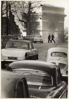 Willy Ronis Avenue d& Paris 1963 - Paris Black And White, Black White Photos, Black And White Photography, Old Paris, Vintage Paris, Paris City, Paris Street, Willy Ronis, Famous Photographers