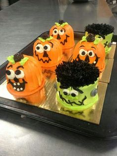 Easy and Fun Halloween Party Food Ideas for Kids - Spooky Cupcakes Halloween Cupcakes Easy, Halloween Themed Food, Halloween Sweets, Halloween Baking, Halloween Cookies, Happy Halloween, Halloween Party, Halloween Ideas, Postres Halloween