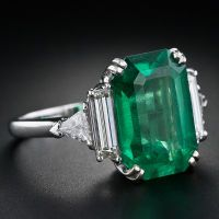 1STDIBS.COM Jewelry & Watches - 7.00 Carat Emerald and Diamond Ring - Lang Antiques