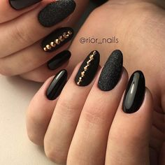 False nails have the advantage of offering a manicure worthy of the most advanced backstage and to hold longer than a simple nail polish. The problem is how to remove them without damaging your nails. Trendy Nails, Cute Nails, My Nails, Classy Nails, Black Nail Art, Black Nails, Black Glitter, Manicure E Pedicure, Gorgeous Nails