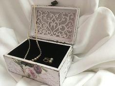 #Vintage #box #jewellery Vintage Box, Decorative Boxes, Jewellery, Home Decor, Jewels, Decoration Home, Room Decor, Schmuck, Home Interior Design