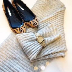 J. Crew Oversized Cashmere Blend Sweater Super cute and perfect for everyday! Like new. Super soft cashmere feel. Oversized fit. No trades!! 01281640gwb J. Crew Sweaters Crew & Scoop Necks