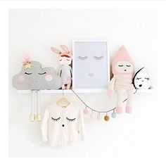 Cute sleepy decorations placed on a shelf | mommo design