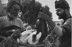 Κρήτη,σε αγορά των Χανίων το 1948... Φωτογράφος Alois Feichtenberger.