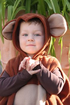 super cuddly fleece cape with hood for children monkey washable one size center back length 48 cm - inch wearable from about 86 - inch Halloween Karneval, Halloween Kostüm, Halloween Costumes, Circus Costume, Carnival Costumes, Monkey Costumes, Children, Kids, Winter Hats