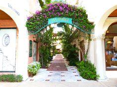 Courtyard Gallery off Worth Avenue (Palm Beach, Florida)