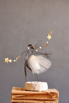 run away with me le bianche margherite wedding cake topper