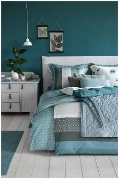 25 Green Bedroom Ideas That Bring The Atmosphere Like Outdoors In Your Room # Blue Bedroom Decor, Teal Rooms, Bedroom Inspirations, Bedroom Interior, Blue Green Bedrooms, Bedroom Decor, Bedroom Color Schemes, Remodel Bedroom, Master Bedroom Colors