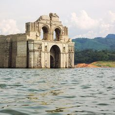 Submerged 400-Year-Old Templo de Quechula in Chiapas, Mexico Resurfaces from the Waves