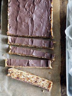 Lettvinte energibarer med dadler og kokos - nam! - Mat På Bordet Bread, Snacks, Baking, Dessert, Food, Alternative, Appetizers, Brot, Bakken