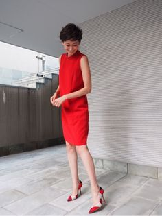 The boxy shift with the womanly pumps. Japanese Models, Japanese Fashion, Chic Outfits, Spring Outfits, Nice Dresses, Dresses For Work, One Piece Dress, Street Style Women, Her Style