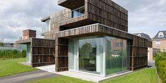 Maison façade recouverte de planches recyclées de bobines en bois2