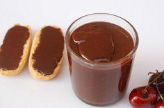 La crema de cacao sin leche es una receta imprescindible para niños y golosos. Si se elige el chocolate correcto, también es sin gluten.