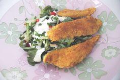 piepmatz: Schnelles Rezept: Panierte Hähnchenbrustfiletstreifen mit Salat.