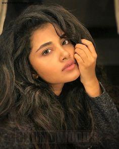 Anupama Parameswaran (aka) Anupama high quality photos stills images & pictures Beautiful Bollywood Actress, Beautiful Indian Actress, Beautiful Actresses, Beautiful Heroine, Cute Beauty, Beauty Full Girl, Super Hot Photos, Anupama Parameswaran, Beautiful Muslim Women