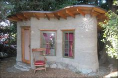 Tiny Cob Cottage - Imagine yourself here! Reading, relaxing, unwinding from your busy professional life and just letting yourself be. Small Cottages, Cabins And Cottages, Small Houses, Unusual Homes, Earth Homes, Natural Building, Green Building, Earthship, Small Places