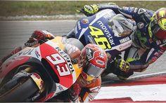 MotoGP, i sorpassi più belli del Mondiale 2015 | VIDEO La stagione di MotoGP ha visto trionfare Jorge Lorenzo dopo una serie di veleni e polemiche per il contatto tra Marquez e Rossi. Ma il 2015 ha visto anche grandi gare e sorpassi memorabili che rimarr #motogp #valentinorossi