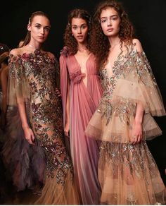 Haute Couture Marchesa - Julia Home Style Haute Couture, Couture Fashion, Runway Fashion, Haute Couture Gowns, Fashion Week, High Fashion, Fashion Show, Fashion Design, Fashion 2017