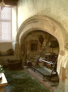 Plas Mawr, Conwy in Wales Century. Fireplace and hearth for cooking. Medieval Life, Medieval Castle, Old Kitchen, Kitchen Floor, Middle Ages, Tudor, Architecture, Old Houses, Old World