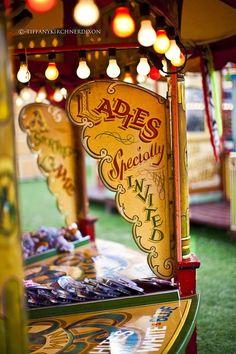 a few decorating ideas for country fair Circus Vintage, Vintage Carnival Games, Vintage Banner, Village Fete, Surf, Country Fair, Carnival Rides, Night Circus, Fun Fair