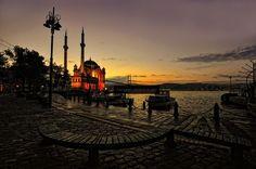 Ortaköy'de sabah olurken... İstanbul.