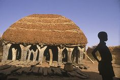 A 'Togu Na' - 'House of Words' - stands in every Dogon village and marks the male social center. Sirius Star, Vernacular Architecture, Bamboo Architecture, African House, Unusual Homes, Natural Building, We Are The World, Ap Art, African Culture