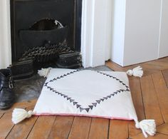 Zabuton  soil Pompom cushion tassel boho by PhileasHandmade